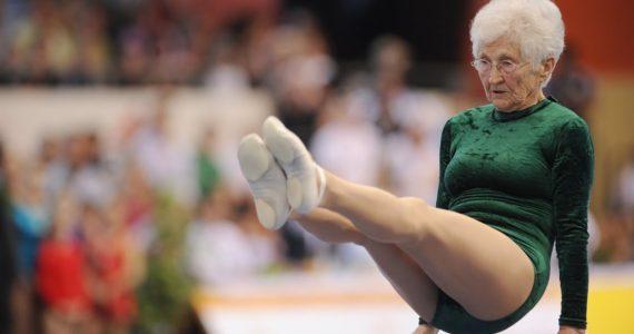A uimit toata planeta! Ea este gimnasta de 91 de ani