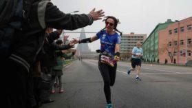 O romanca a alergat la maratonul din Coreea de Nord! A fost singura reprezentanta a tarii noastre