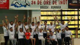 Maraton de 24 de ore de inot! Una dintre echipe are si sase persoane cu dizabilitati