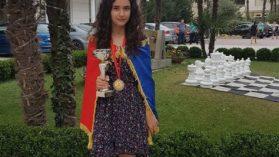 O fata geniala a castigat bronzul pentru Romania la Campionatul Mondial de Sah Scolar din Albania! Are peste o suta de medalii acasa